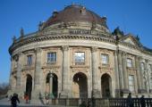 Laufen am Bode Museum vorbei ...